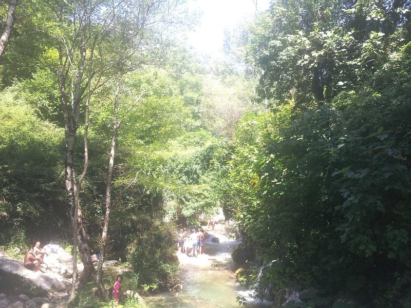 Corso d'acqua_turisti_bagno