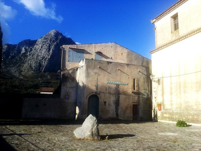 Piazza_chiesa_San Nicola_casa Ortega_Bosco