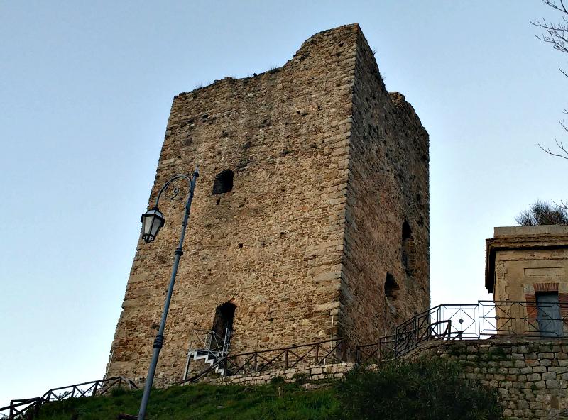 Novi_uliveto_Cilento_torre_Longobarda