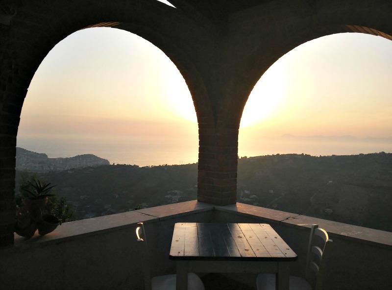 La Civetta_Ogliastro_Cilento_tramonto_terrazza_archi